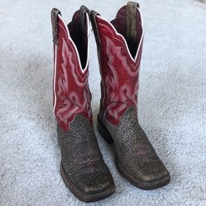 Ariat women's boots size 6B burgundy and brown